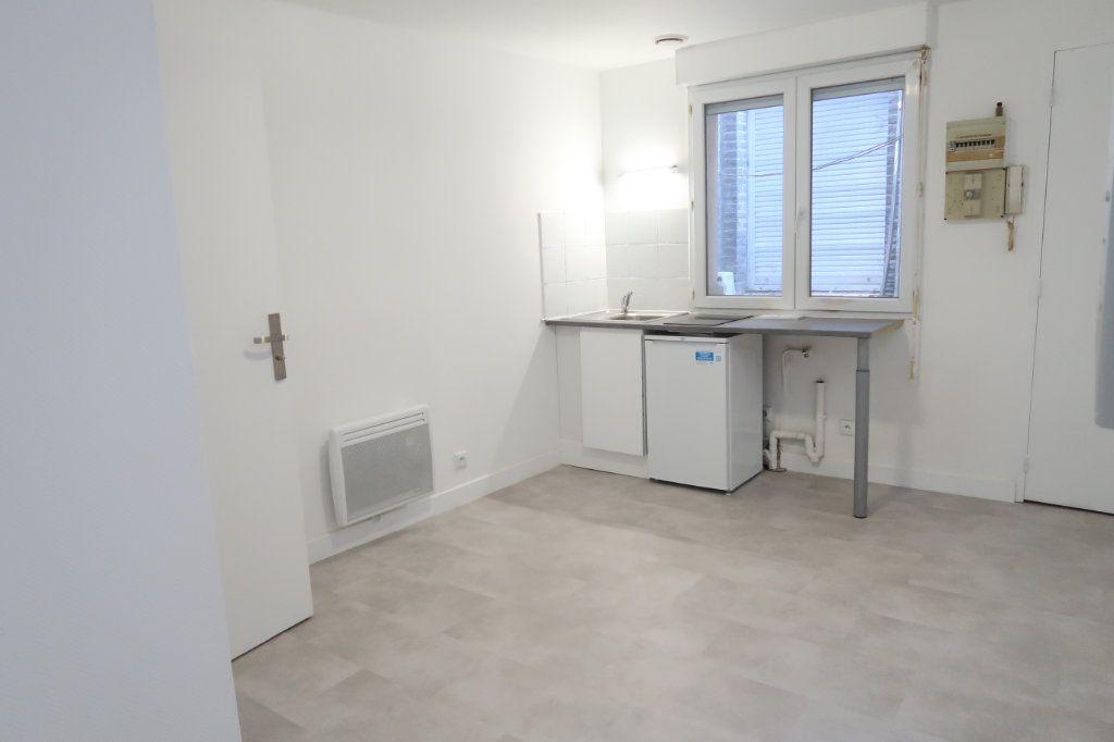 Appartement à louer 2 28m2 à Amiens vignette-1