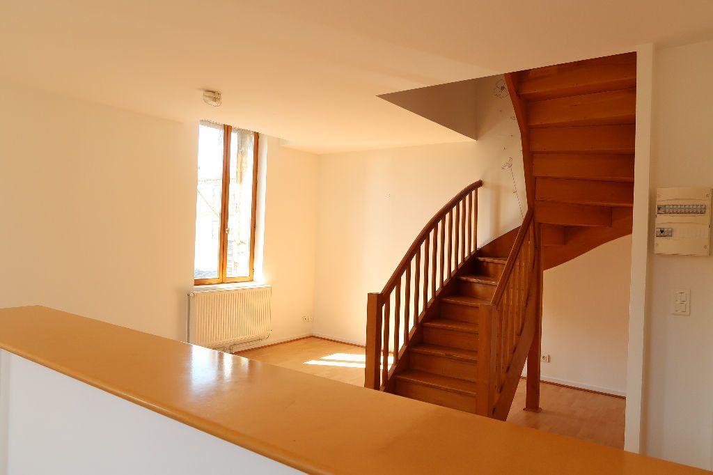 Appartement à louer 2 70.36m2 à Saint-Quentin vignette-1