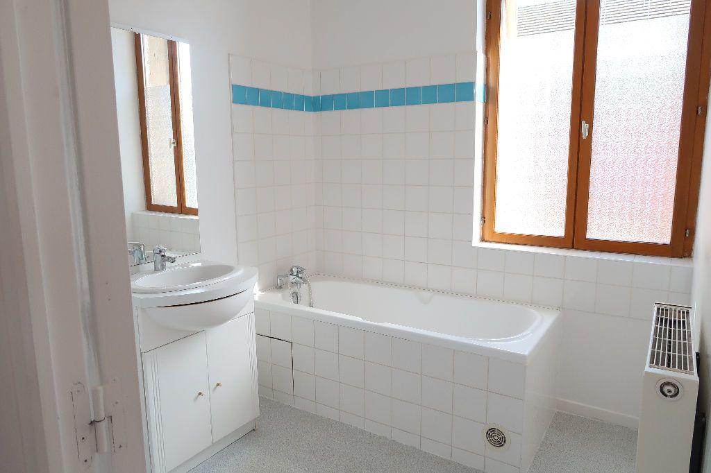 Appartement à louer 2 70.36m2 à Saint-Quentin vignette-6