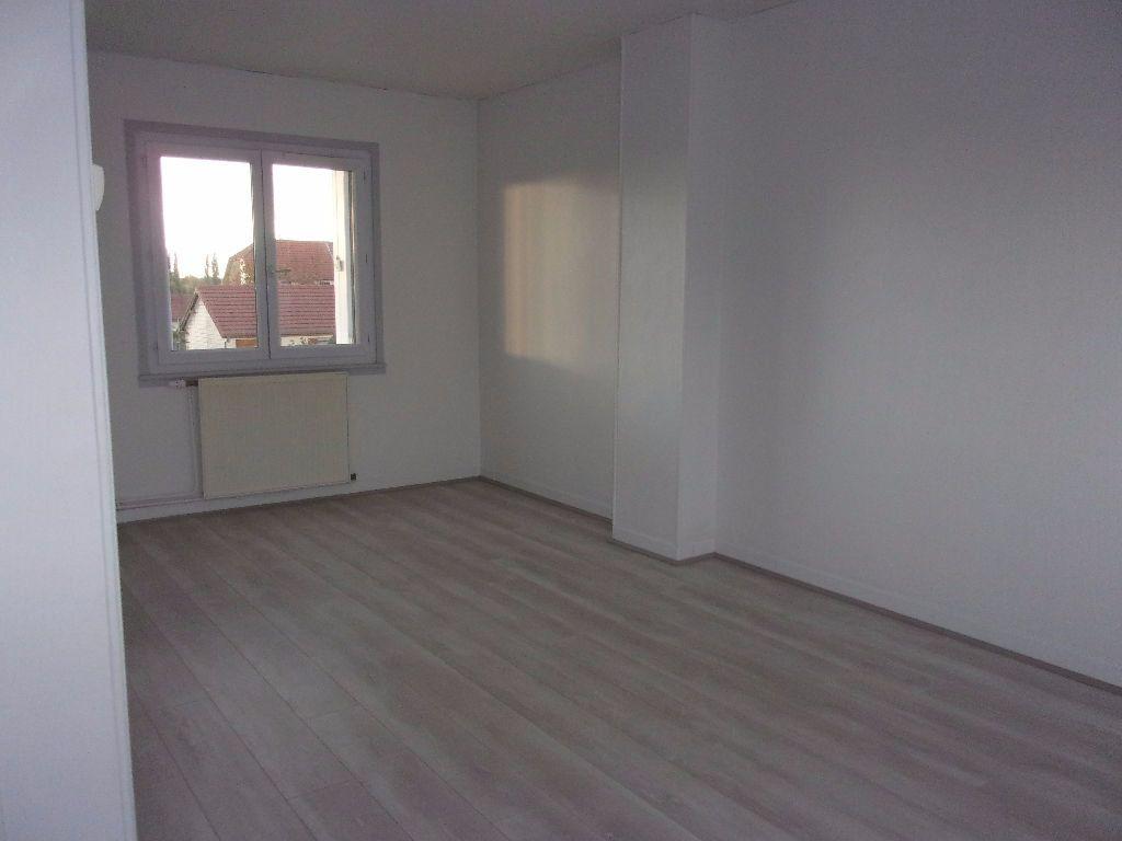 Maison à louer 4 61m2 à Gauchy vignette-4