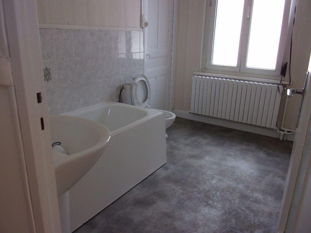 Maison à louer 5 114.32m2 à Saint-Quentin vignette-8