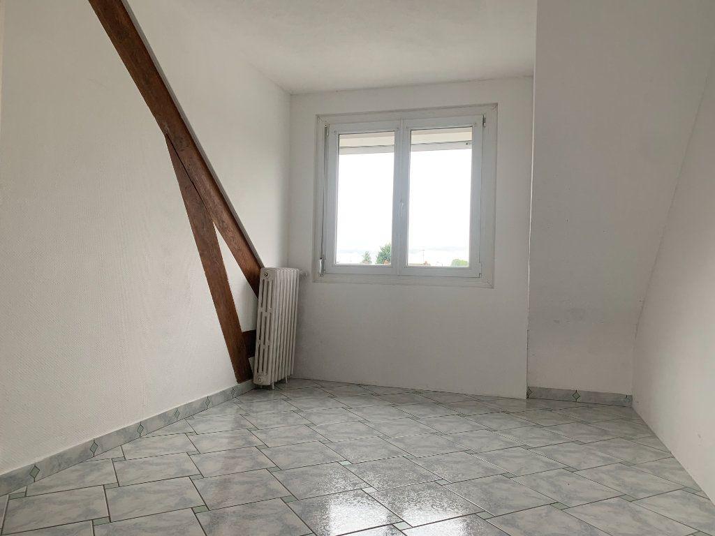 Maison à louer 5 100m2 à Tergnier vignette-4