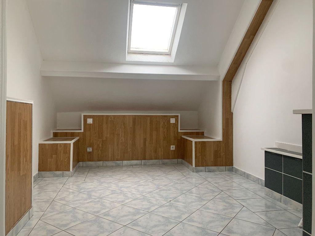 Maison à louer 5 100m2 à Tergnier vignette-6