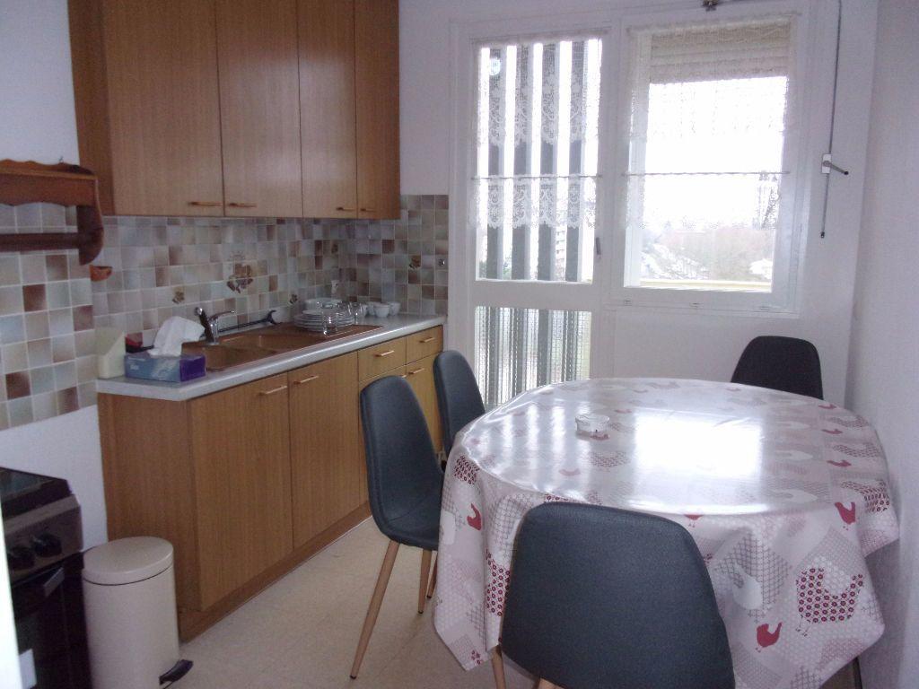 Appartement à louer 3 79.68m2 à Saint-Quentin vignette-1