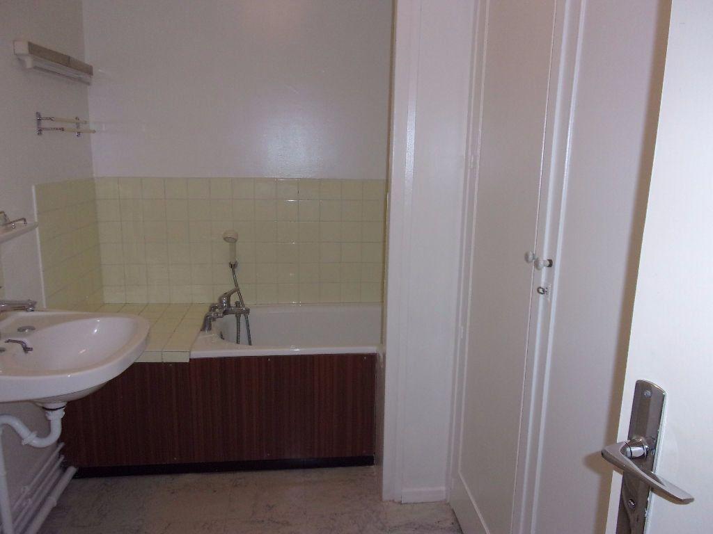Appartement à louer 3 79.68m2 à Saint-Quentin vignette-6