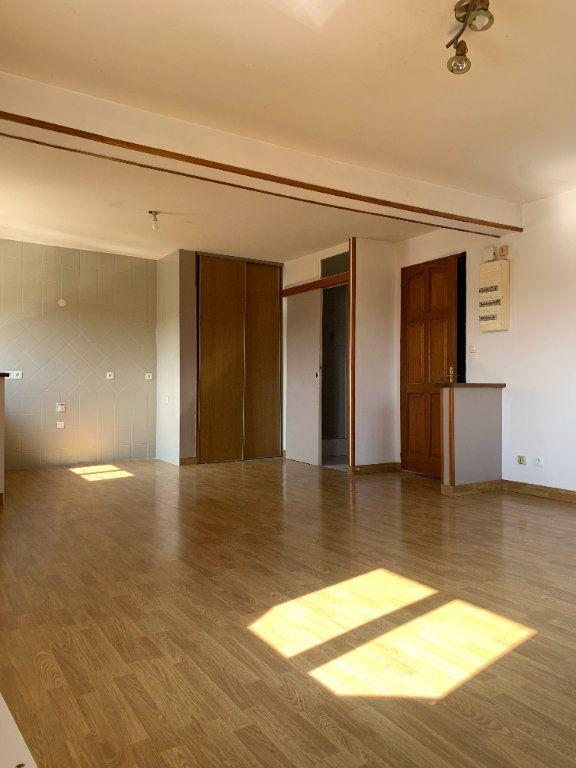 Appartement à louer 3 51.17m2 à Tergnier vignette-3
