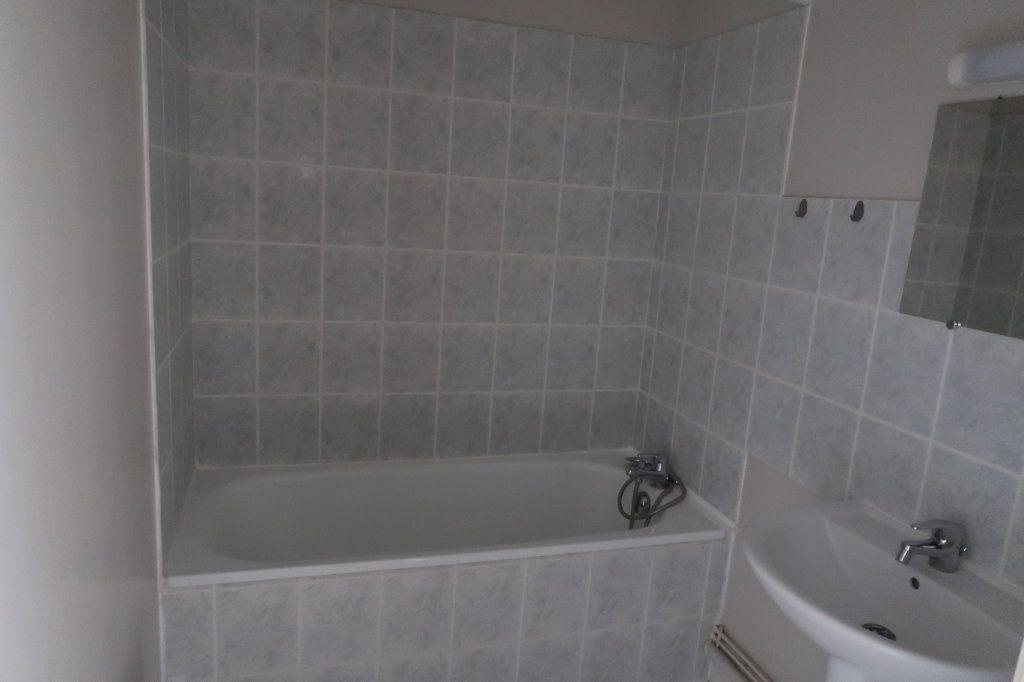 Appartement à louer 2 37.76m2 à Saint-Quentin vignette-4
