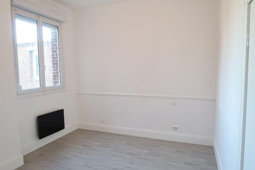Appartement à louer 1 13m2 à Saint-Quentin vignette-5