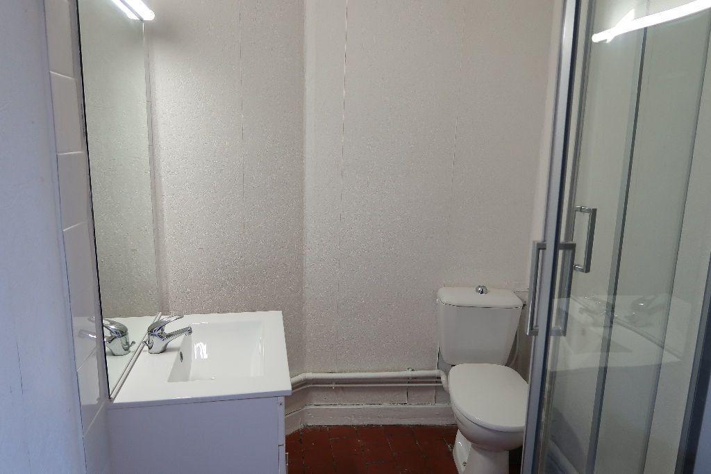 Appartement à louer 1 13m2 à Saint-Quentin vignette-6