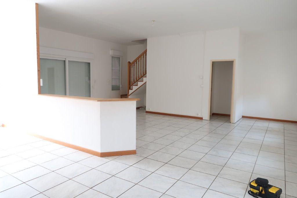Appartement à louer 4 105.42m2 à Monchy-Lagache vignette-1