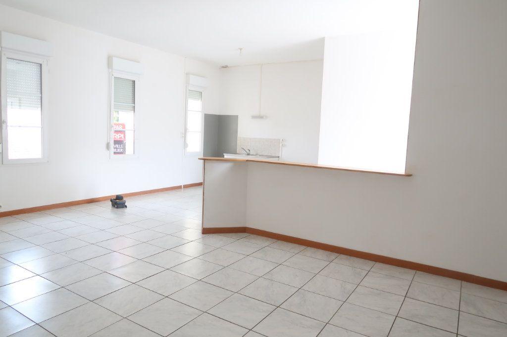 Appartement à louer 4 105.42m2 à Monchy-Lagache vignette-2