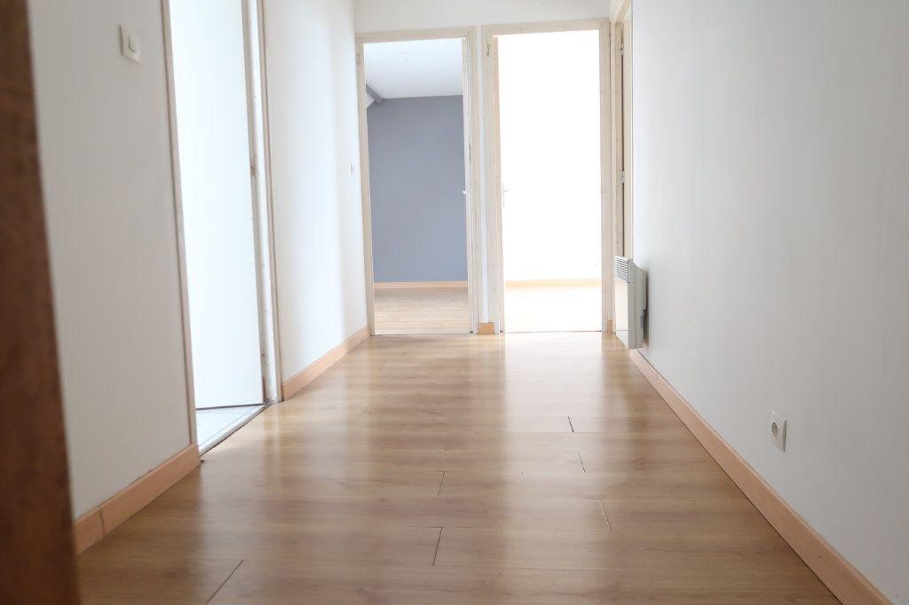 Appartement à louer 4 105.42m2 à Monchy-Lagache vignette-3