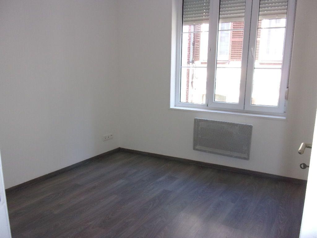 Appartement à louer 3 56.21m2 à Saint-Quentin vignette-4