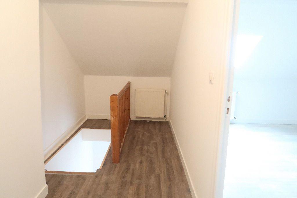 Appartement à louer 3 80m2 à Saint-Quentin vignette-8