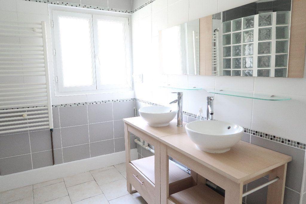 Maison à louer 4 137m2 à Saint-Quentin vignette-4