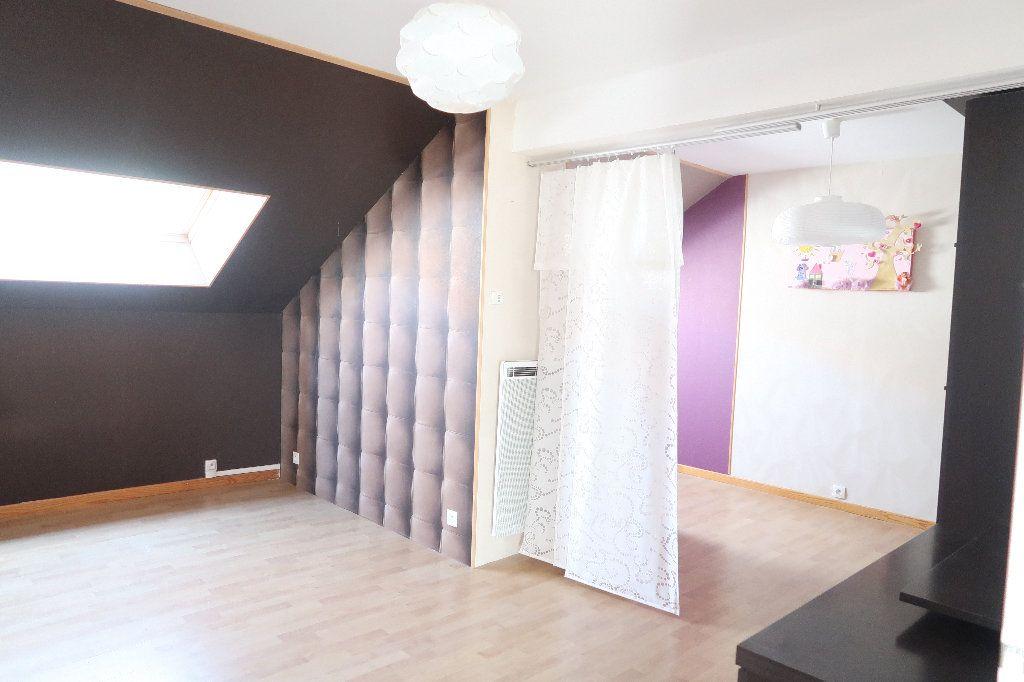 Maison à louer 4 137m2 à Saint-Quentin vignette-8