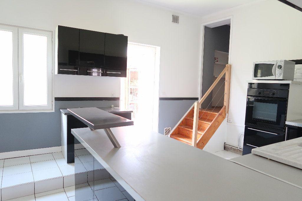 Maison à louer 4 137m2 à Saint-Quentin vignette-11