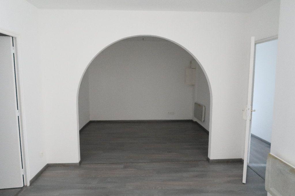 Appartement à louer 3 58.46m2 à Saint-Quentin vignette-1