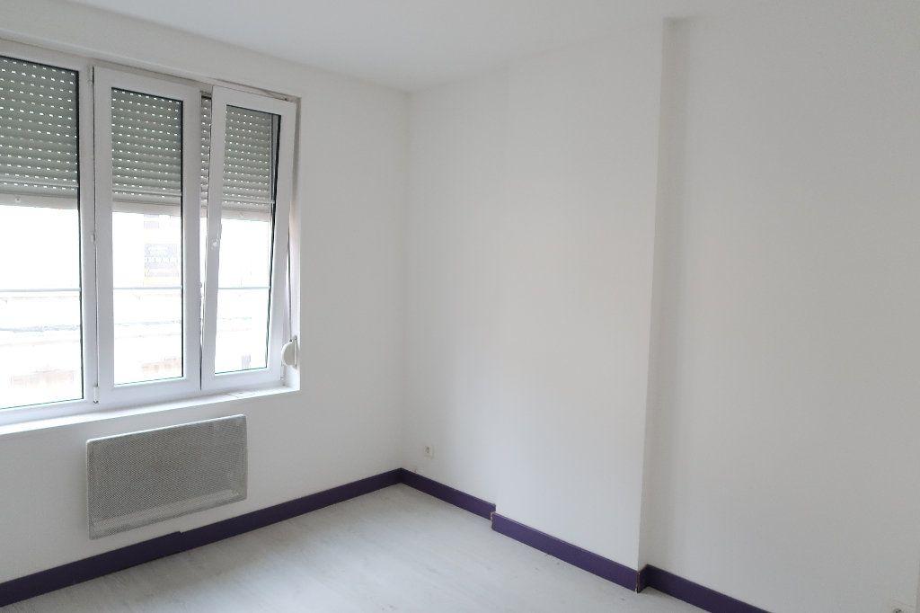 Appartement à louer 3 58.46m2 à Saint-Quentin vignette-2