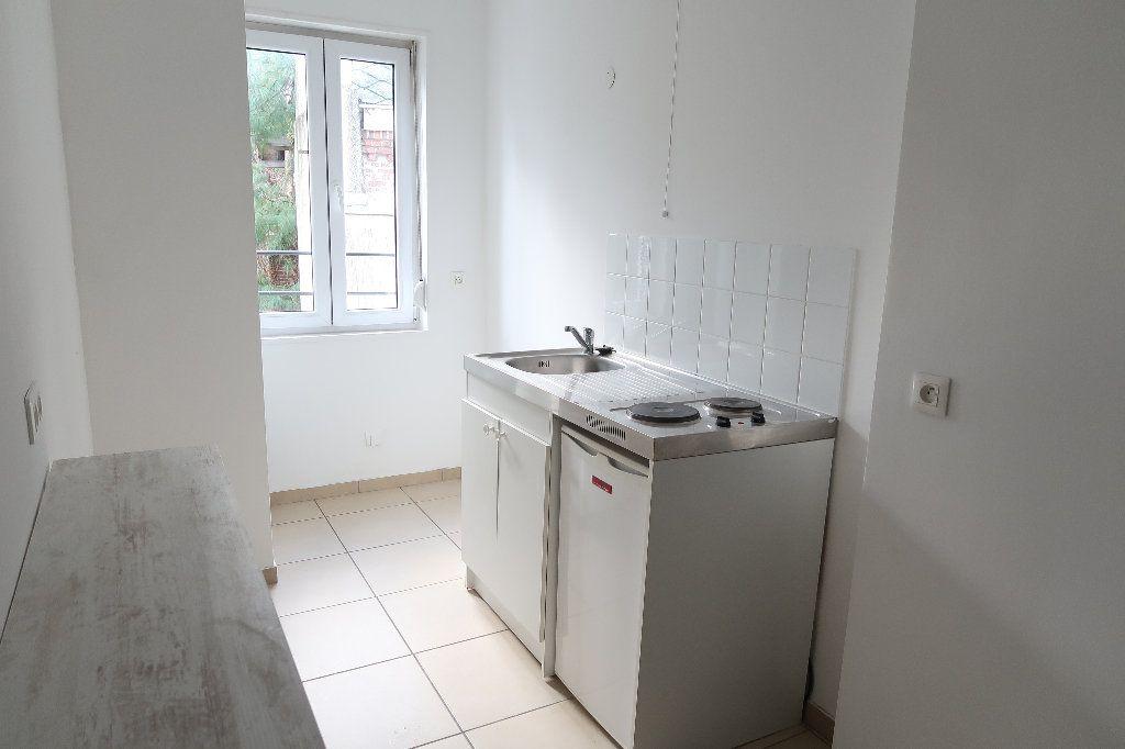 Appartement à louer 3 58.46m2 à Saint-Quentin vignette-3