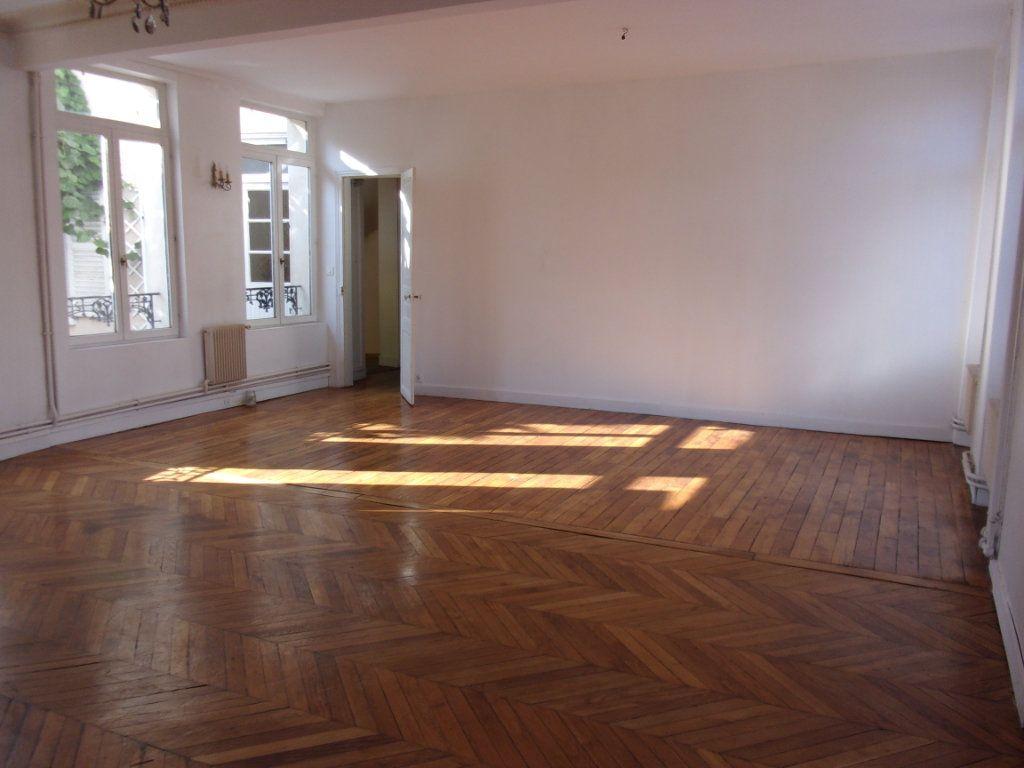 Appartement à louer 3 108m2 à Saint-Quentin vignette-1