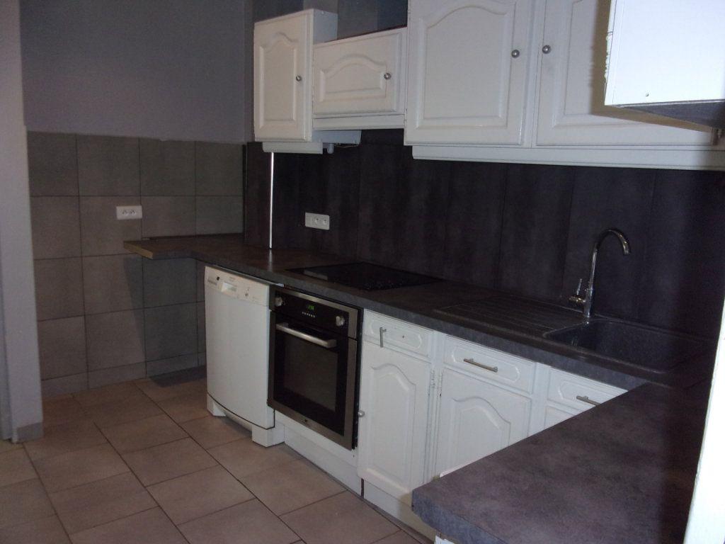 Appartement à louer 3 108m2 à Saint-Quentin vignette-3