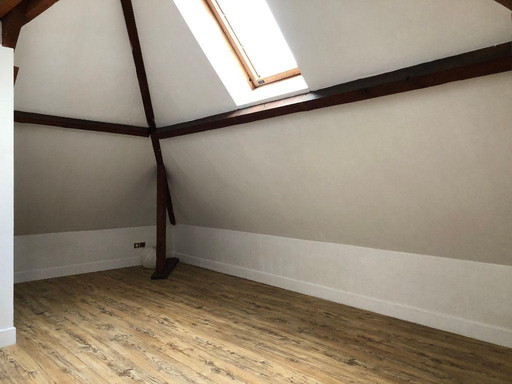 Appartement à louer 4 61m2 à Laon vignette-3