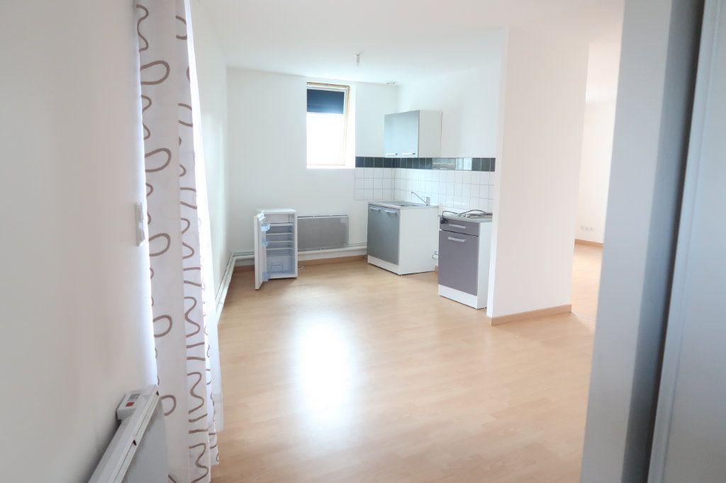 Appartement à louer 2 58.6m2 à Saint-Quentin vignette-1