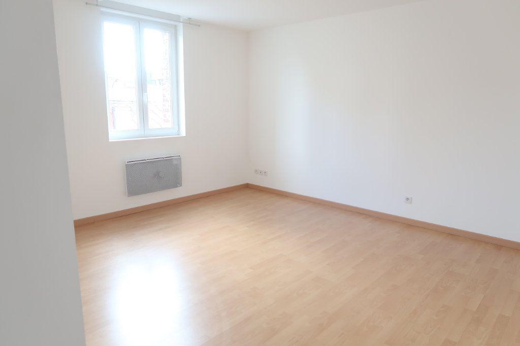 Appartement à louer 2 58.6m2 à Saint-Quentin vignette-2
