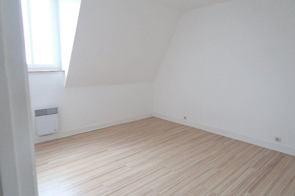 Appartement à louer 3 72m2 à Saint-Quentin vignette-3