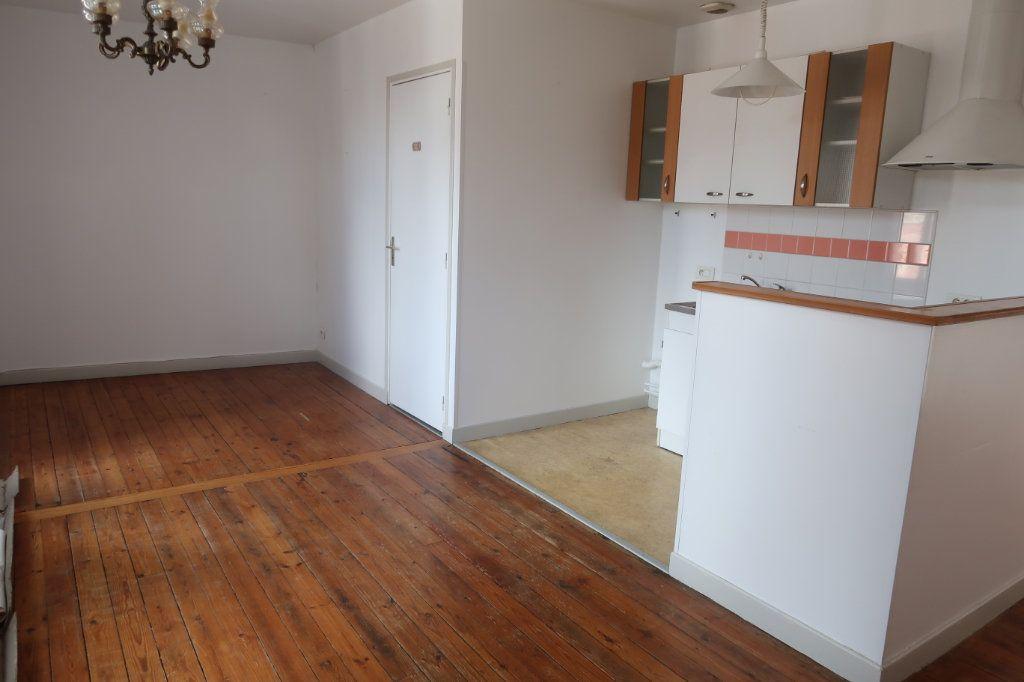 Appartement à louer 2 45m2 à Saint-Quentin vignette-1