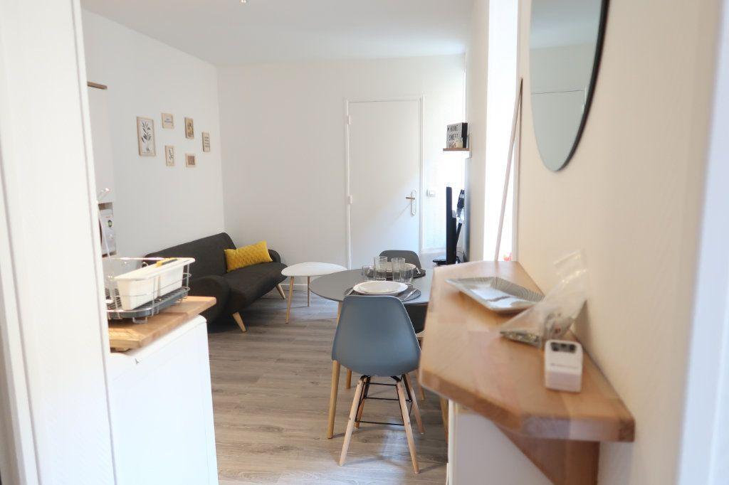 Appartement à louer 2 22.25m2 à Saint-Quentin vignette-1