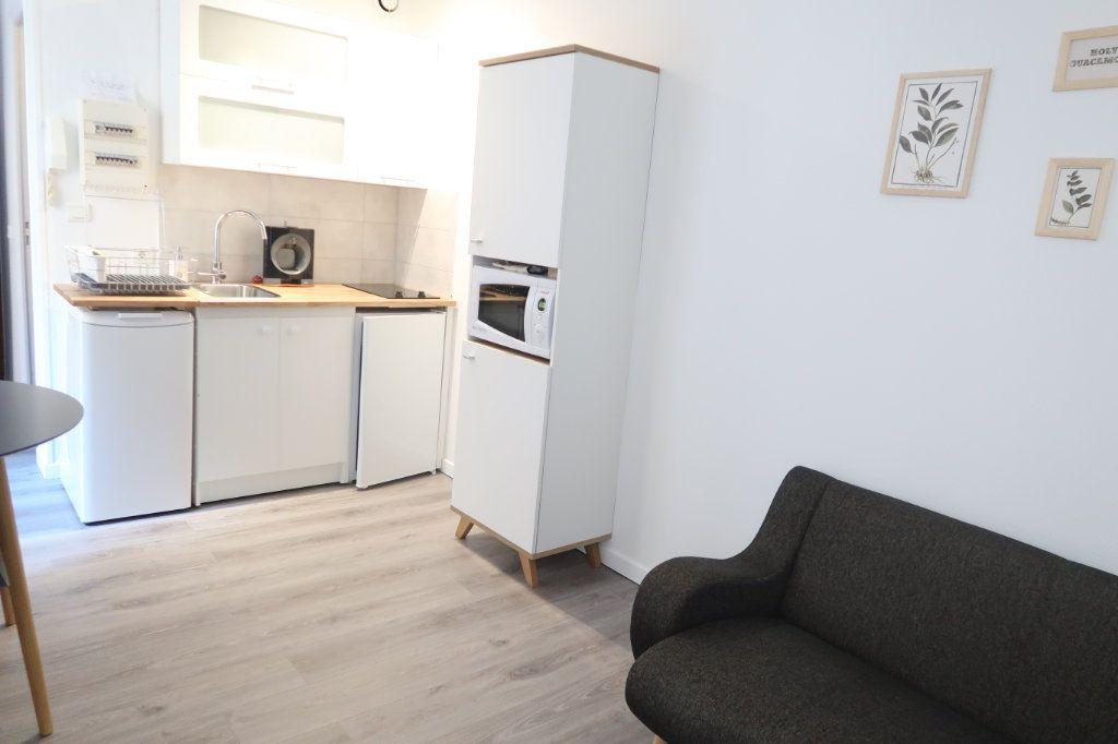 Appartement à louer 2 22.25m2 à Saint-Quentin vignette-2