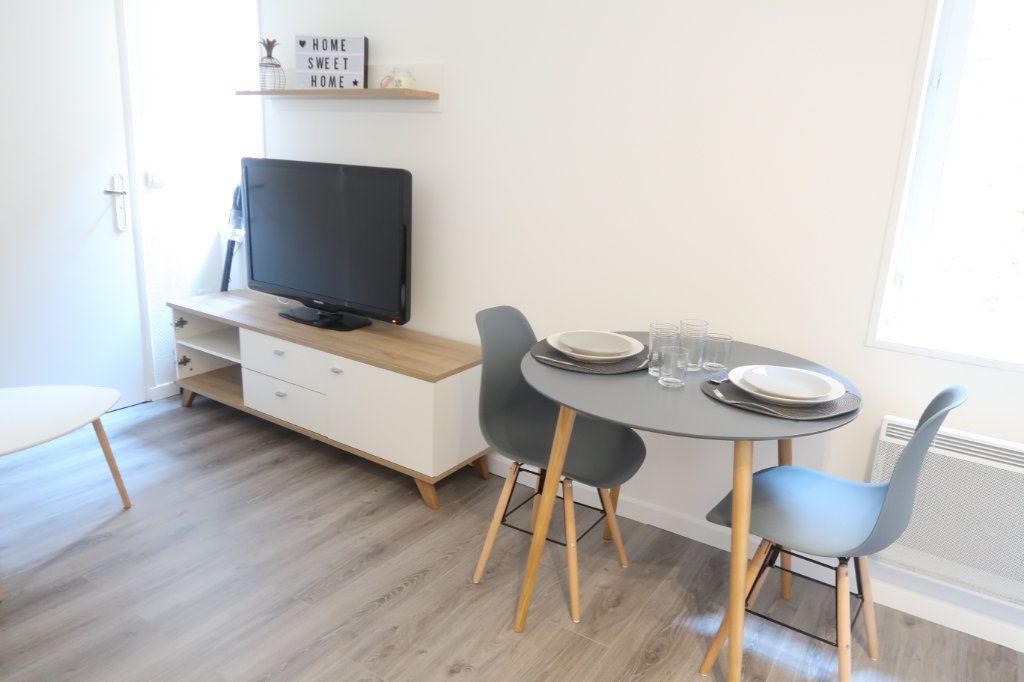 Appartement à louer 2 22.25m2 à Saint-Quentin vignette-3
