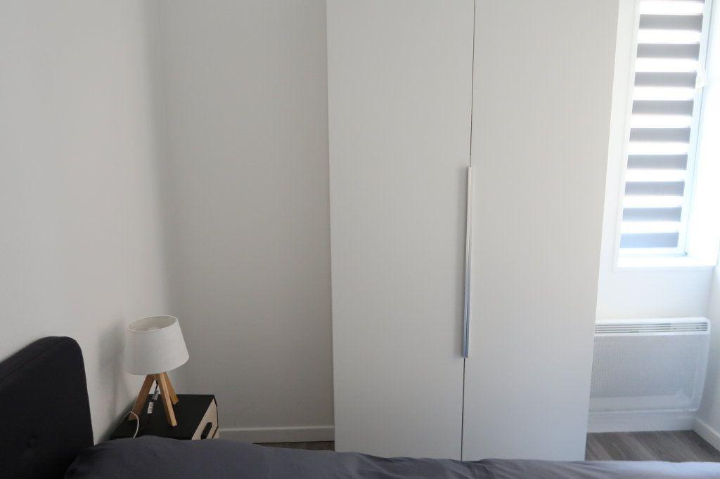 Appartement à louer 2 22.25m2 à Saint-Quentin vignette-5
