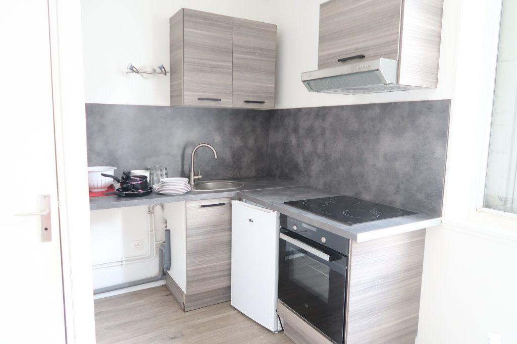 Appartement à louer 1 26m2 à Saint-Quentin vignette-2