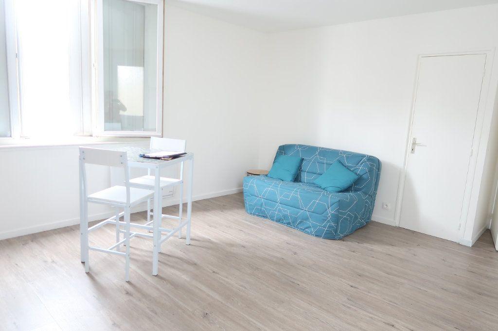 Appartement à louer 1 26m2 à Saint-Quentin vignette-3