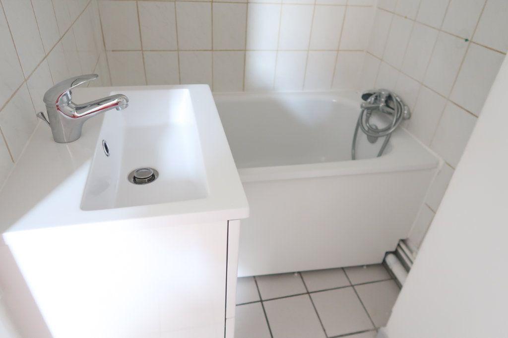 Appartement à louer 1 26m2 à Saint-Quentin vignette-5