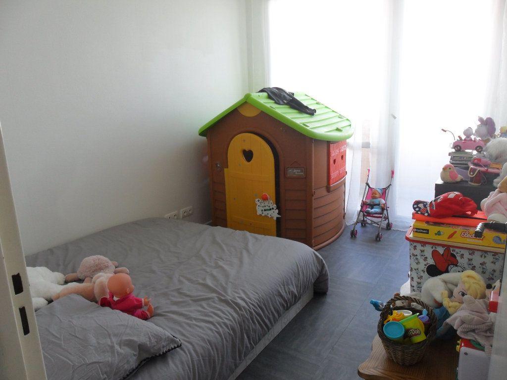 Appartement à vendre 5 66m2 à Saint-Quentin vignette-8