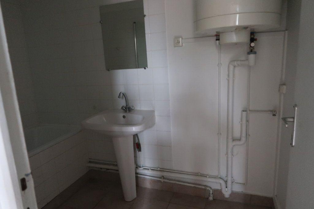 Appartement à louer 1 30m2 à Saint-Quentin vignette-3