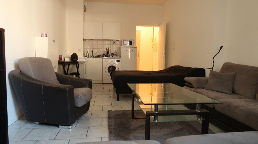 Appartement à louer 1 31m2 à Amiens vignette-2
