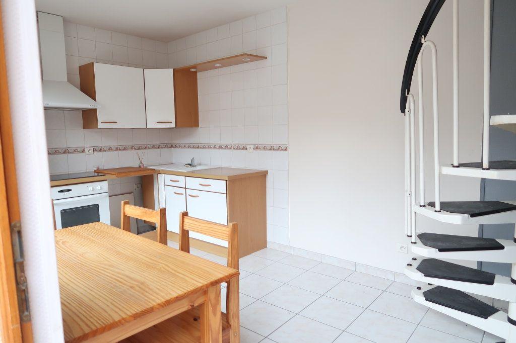 Appartement à louer 1 24m2 à Saint-Quentin vignette-2