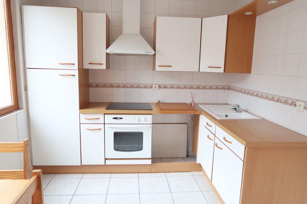 Appartement à louer 1 24m2 à Saint-Quentin vignette-3