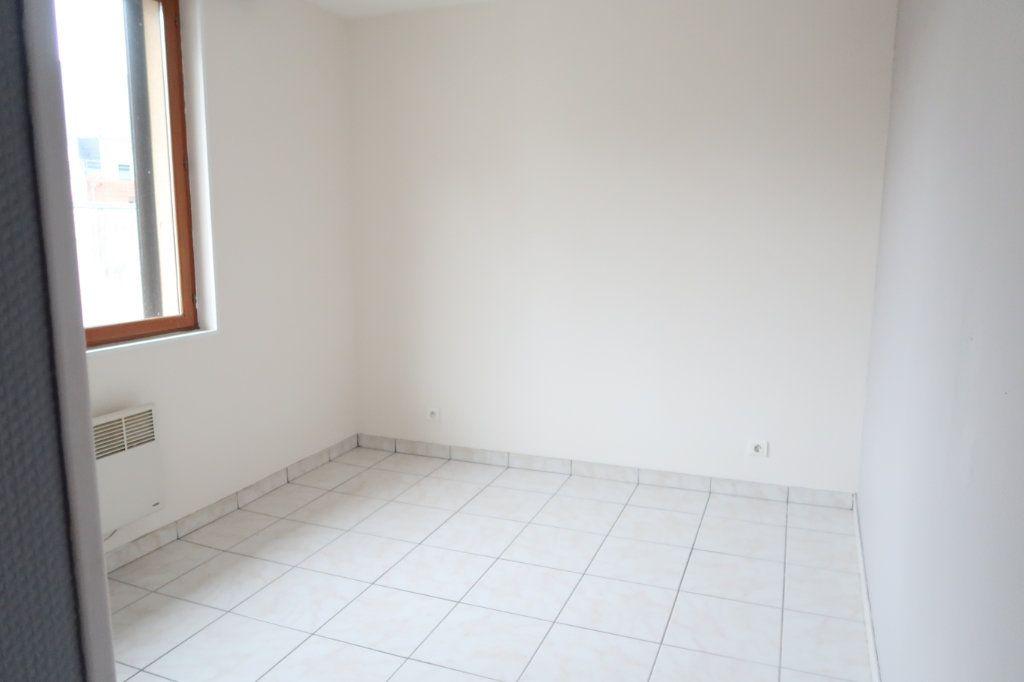 Appartement à louer 1 24m2 à Saint-Quentin vignette-5