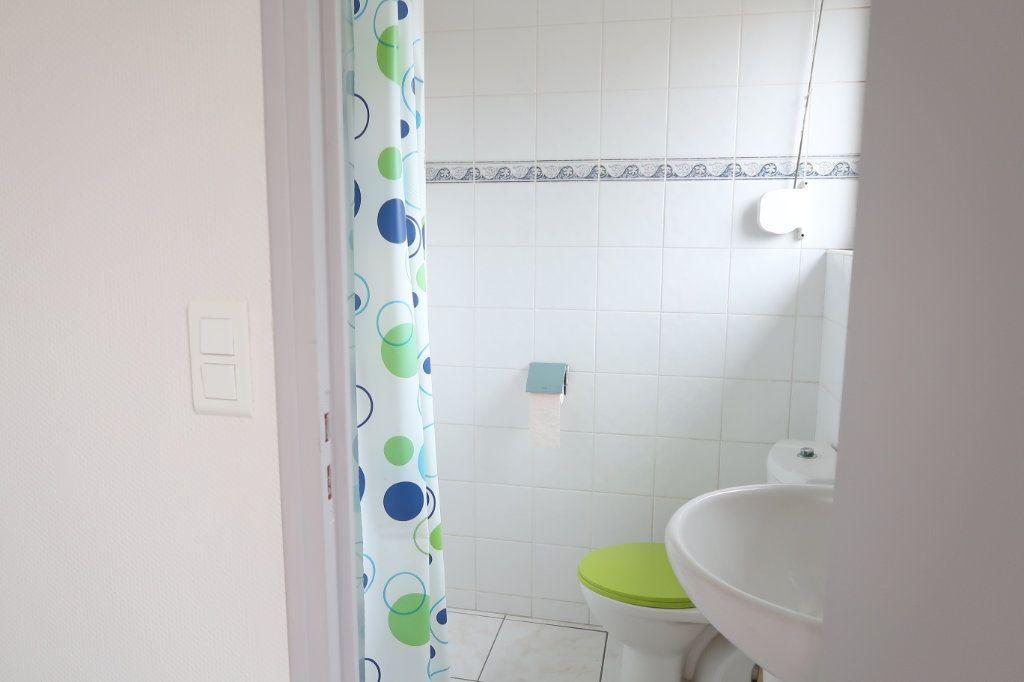 Appartement à louer 1 24m2 à Saint-Quentin vignette-7