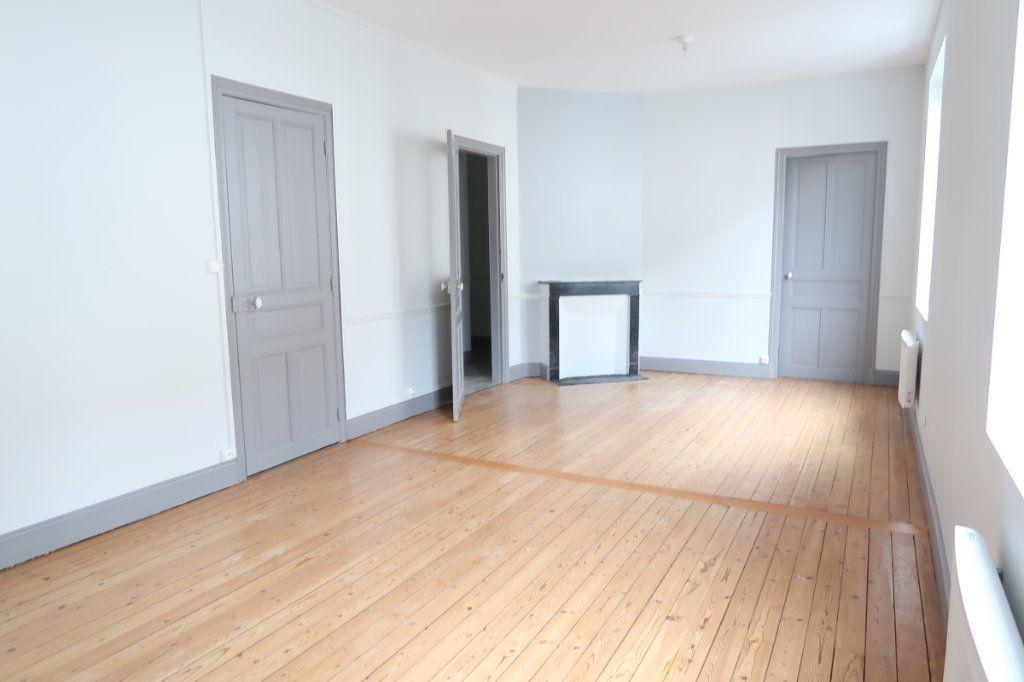 Appartement à louer 2 63m2 à Saint-Quentin vignette-1