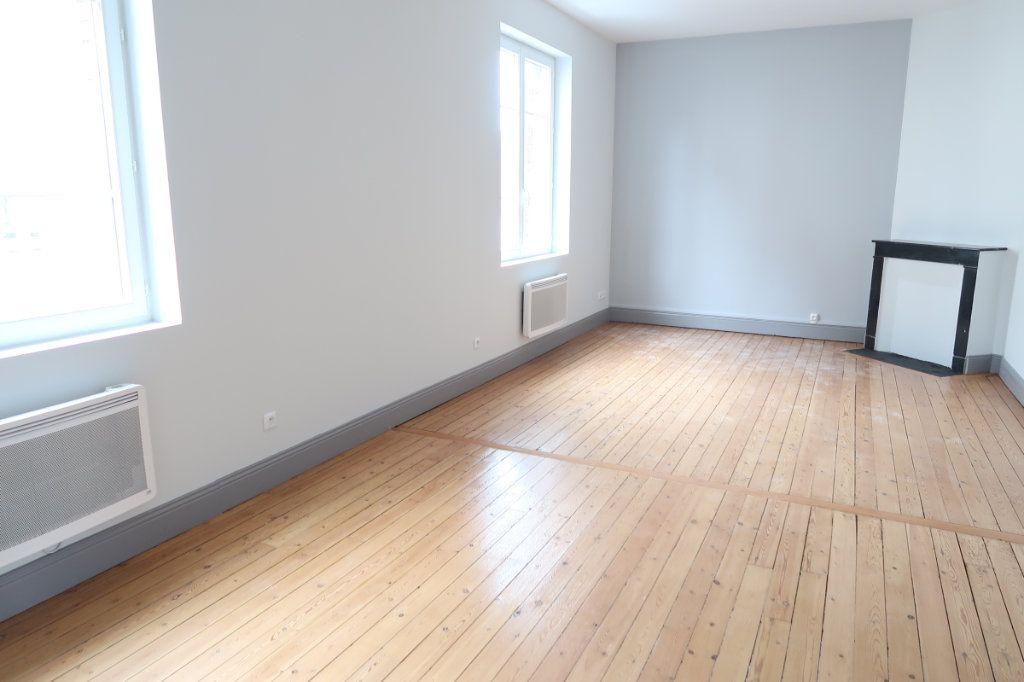 Appartement à louer 2 63m2 à Saint-Quentin vignette-2