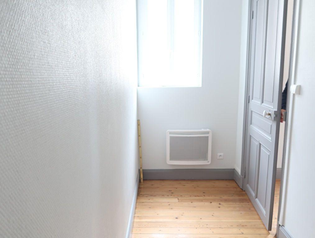 Appartement à louer 2 63m2 à Saint-Quentin vignette-4
