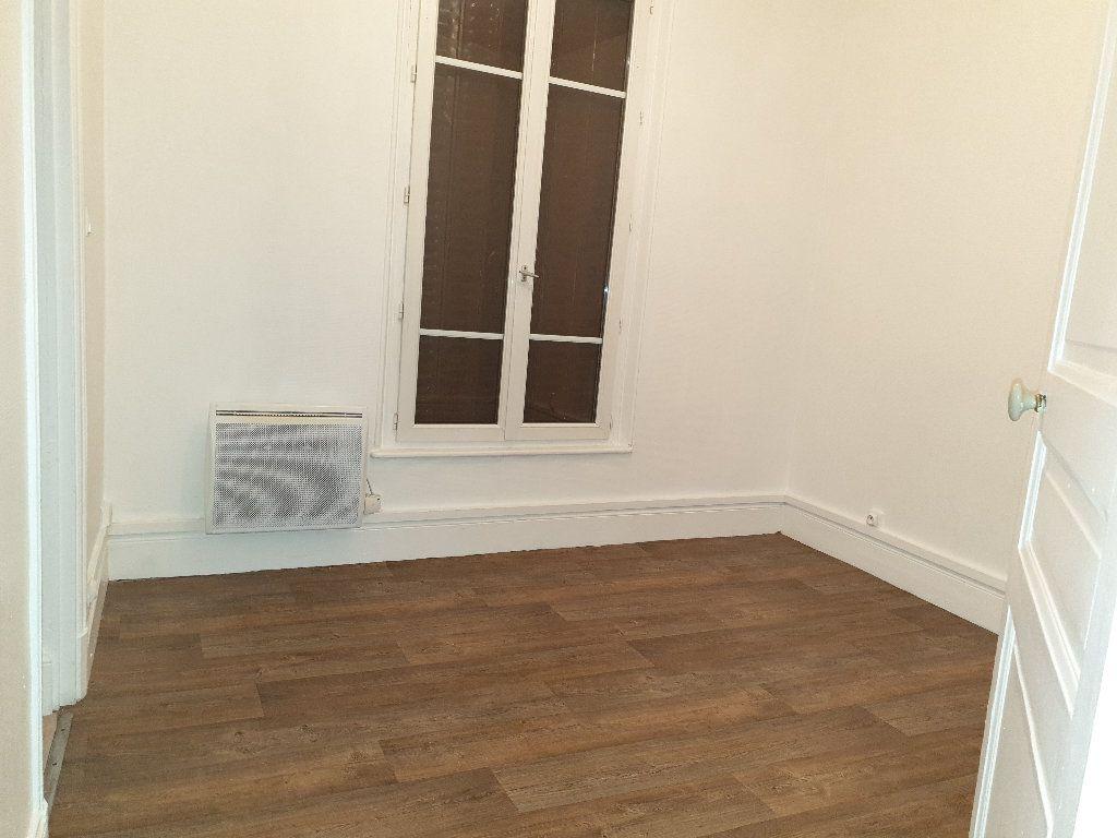 Appartement à louer 2 29m2 à Saint-Quentin vignette-3