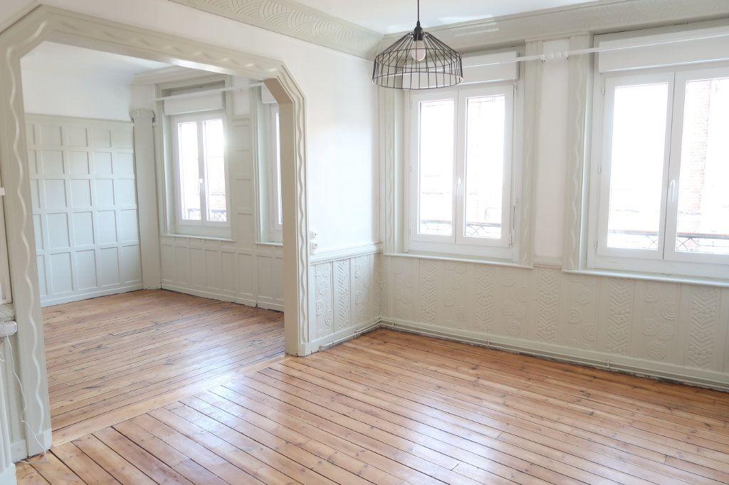 Appartement à louer 2 77m2 à Saint-Quentin vignette-1